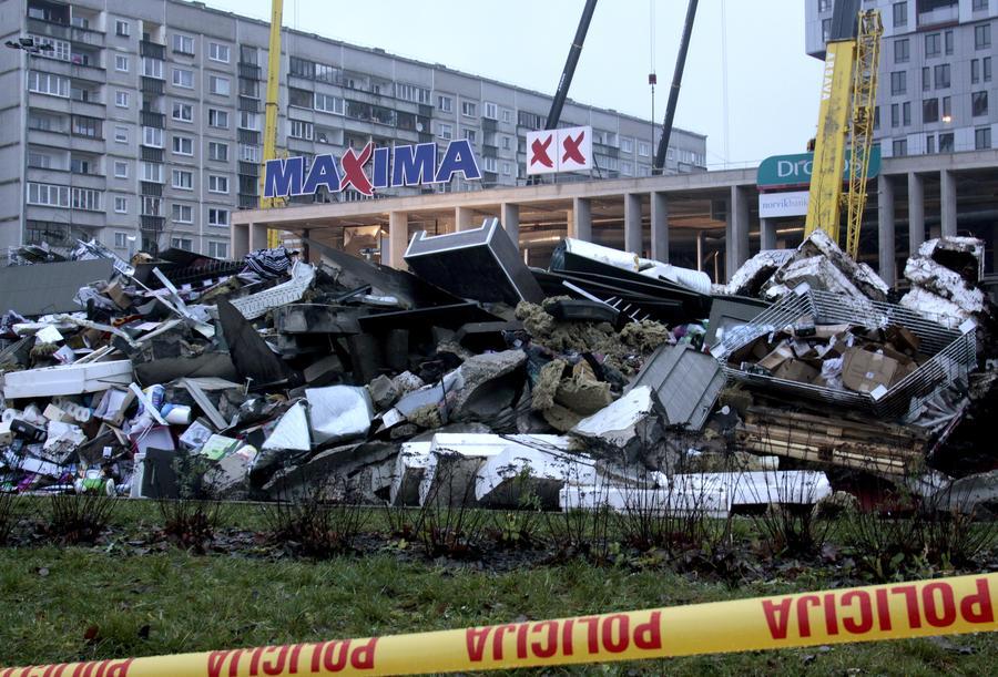 Двое граждан России погибли при обрушении торгового центра в Риге