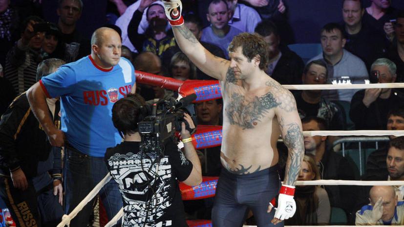 Александр Емельяненко вернулся на ринг и нокаутировал Боба Саппа