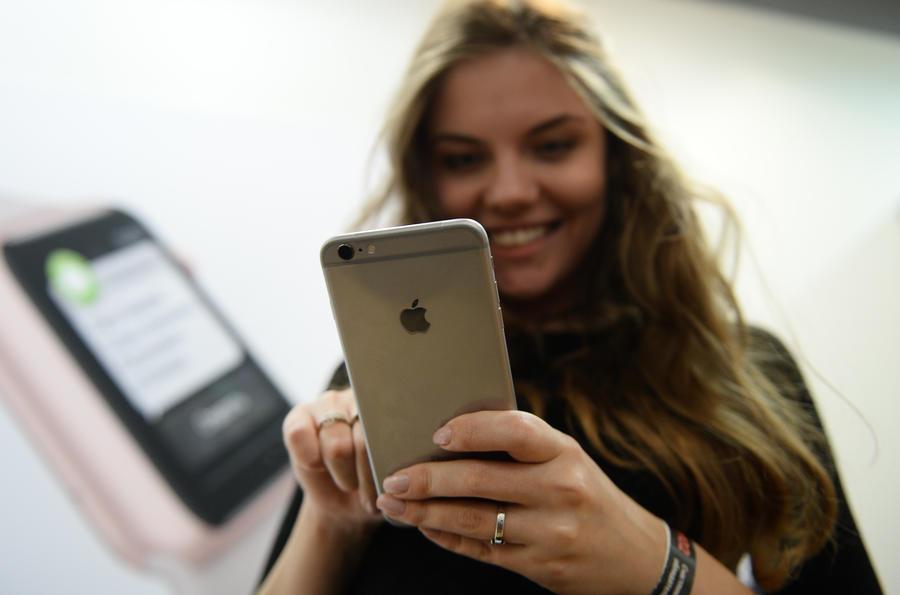 СМИ рассказали, с какого расстояния хакеры могут подключиться к Siri