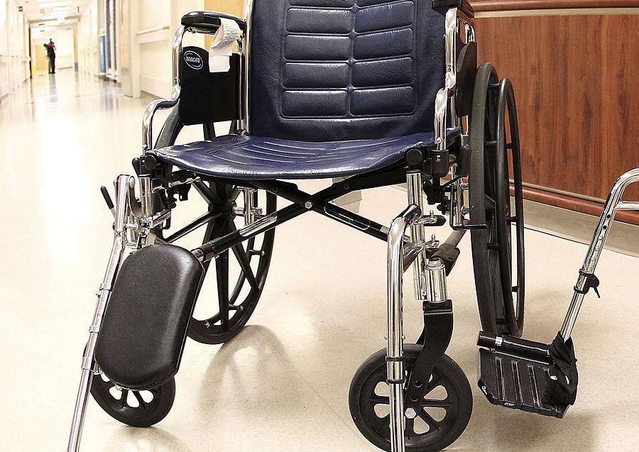 Американские транспортники довели ребенка-инвалида до слез во время предполетной проверки