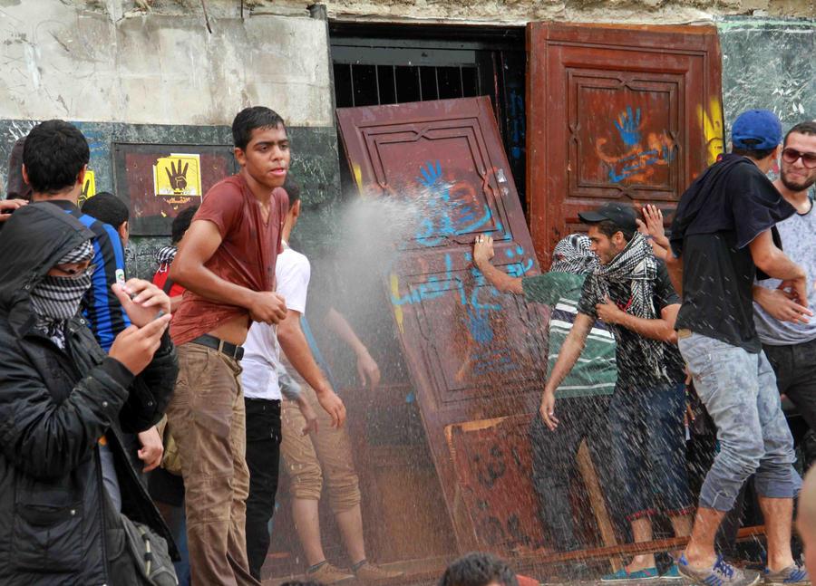 Сторонников свергнутого президента Египта приговорили к 17 годам тюрьмы