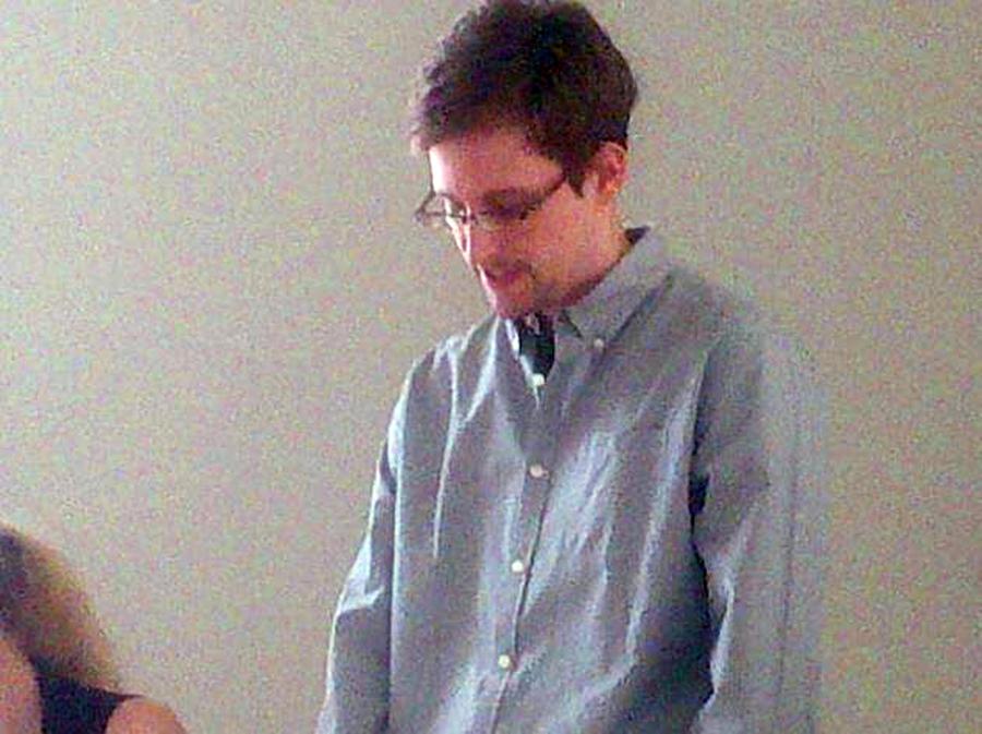 Эдвард Сноуден обменялся с отцом зашифрованными посланиями