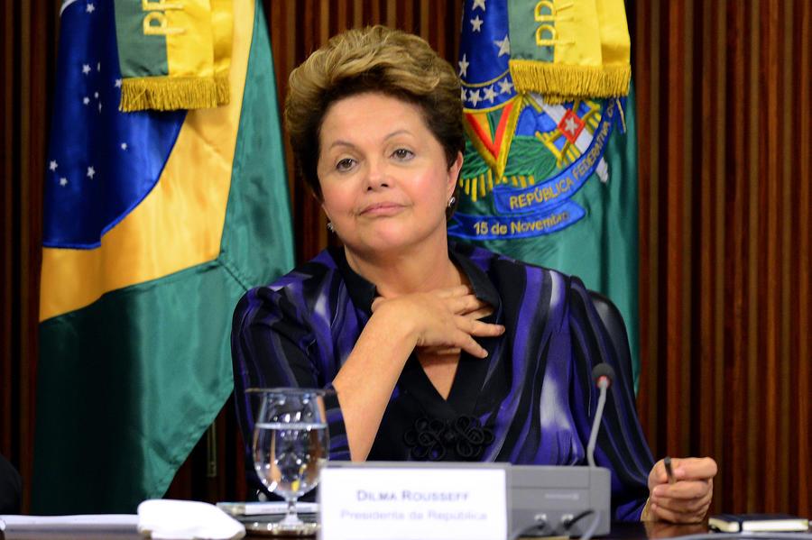 Президент Бразилии пошла на уступки протестующим, она предлагает референдум о политической реформе