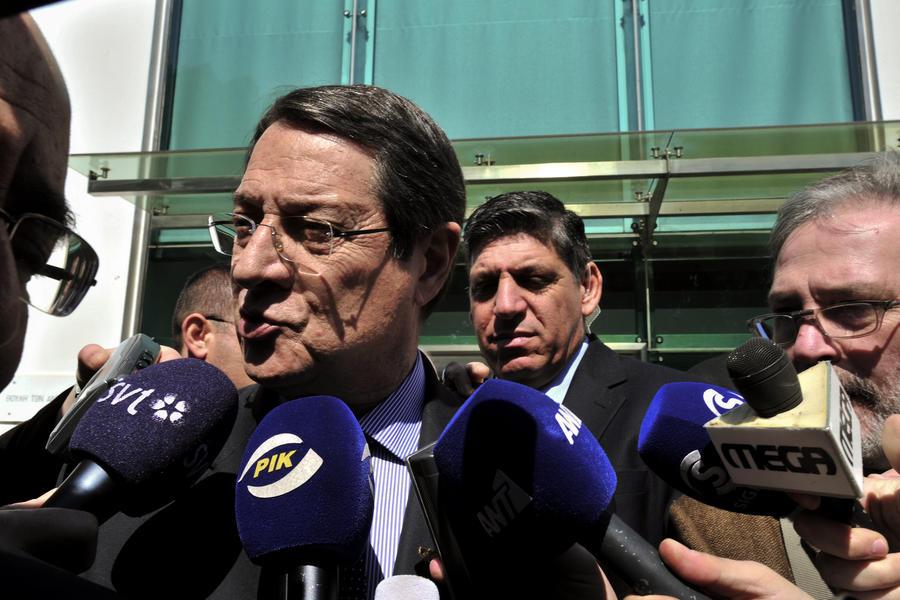 Политики пытаются спасти Кипр от дефолта, а религиозные деятели призывают покинуть еврозону
