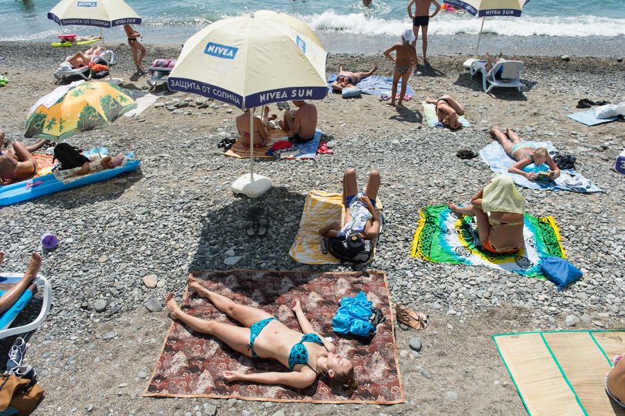 Массовое отравление в Севастополе: 400 человек оказались в больнице после купания на пляже «Омега»