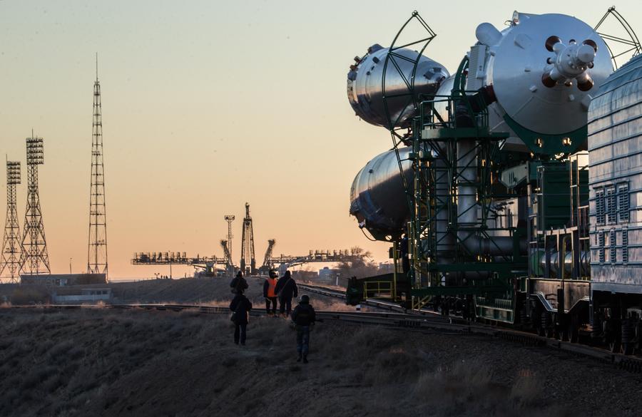 Роскосмос намерен выделить деньги на строительную технику для лунной базы