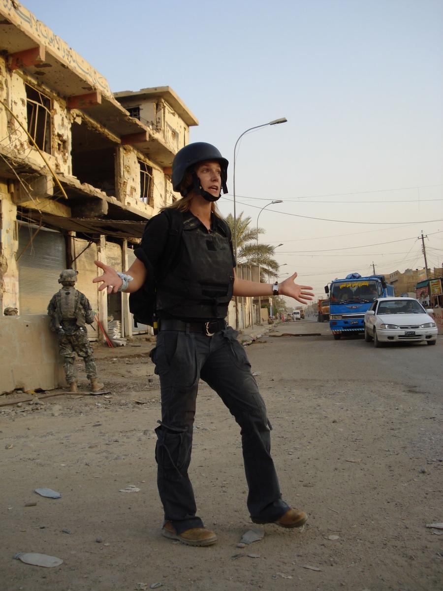 Пьяная журналистка CNN искусала двух врачей в американском посольстве в Ираке