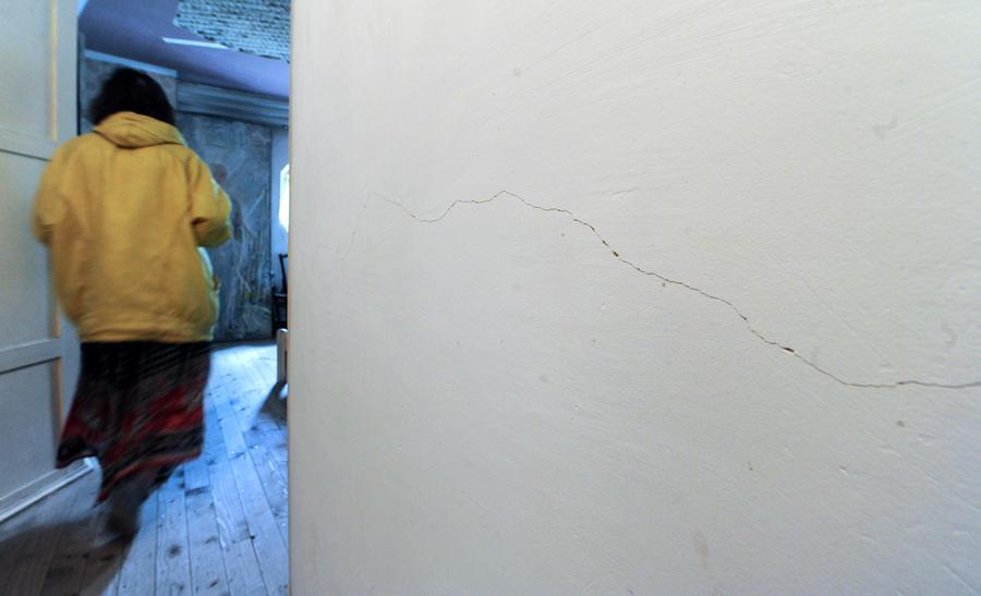На Лесной улице в центре Москвы провалился грунт, дома пошли трещинами