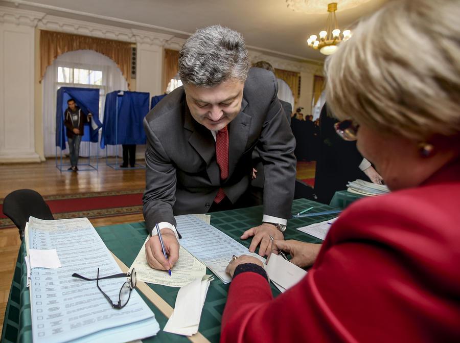 Эксит-поллы: На украинских выборах лидируют Блок Петра Порошенко и «партия войны»