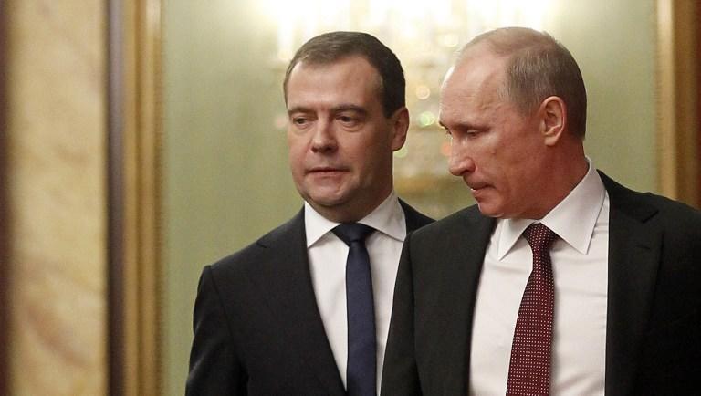 Владимир Путин и Дмитрий Медведев обсудили социальные выплаты жителям Крыма