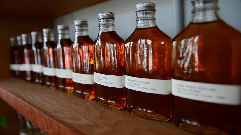Смотритель особняка, выпивший исторический виски на $100 тыс., предстанет перед судом