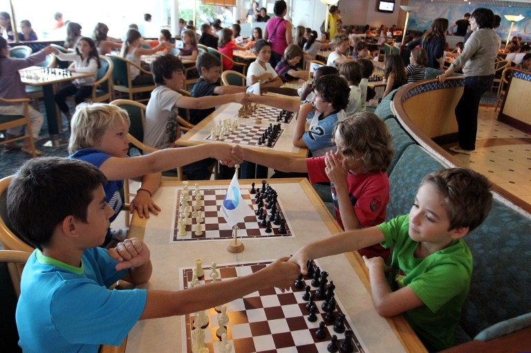 Россия и Великобритания вооружают школьников шахматными досками