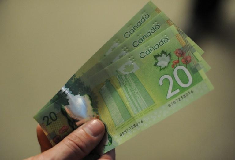 Канадский банк поместил на свои банкноты изображение «чужого» клена