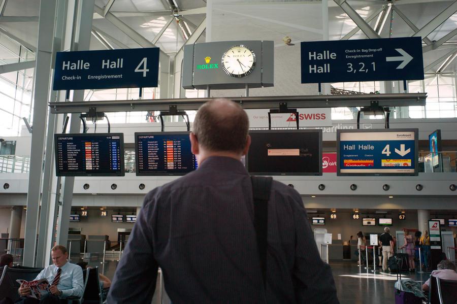 Авиасообщение с Францией нарушено из-за забастовки диспетчеров и пилотов