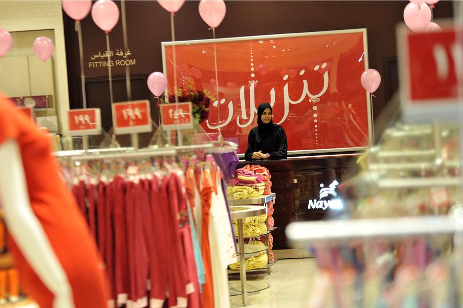 В магазинах Саудовской Аравии женщин-продавщиц отгородят 2-метровой стеной