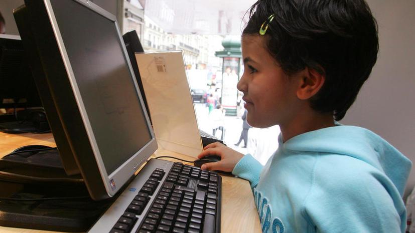 Бразильские дети учат английский, исправляя ошибки звёзд в Twitter
