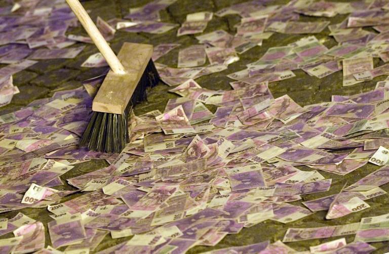 Грязные деньги: на датских кронах обитает больше всего микробов