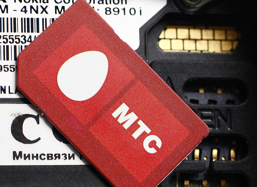 «Цветная приватизация»: компания МТС заявила о своих эксклюзивных правах на красный цвет