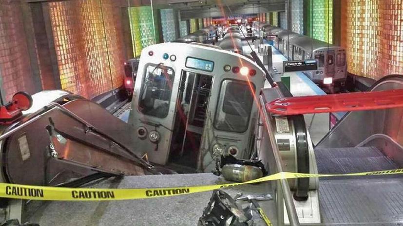 В аэропорту Чикаго сошёл с рельсов поезд