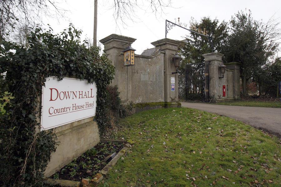 Смерть в духе Агаты Кристи: лондонская пара погибла в бассейне отеля во время детективной вечеринки