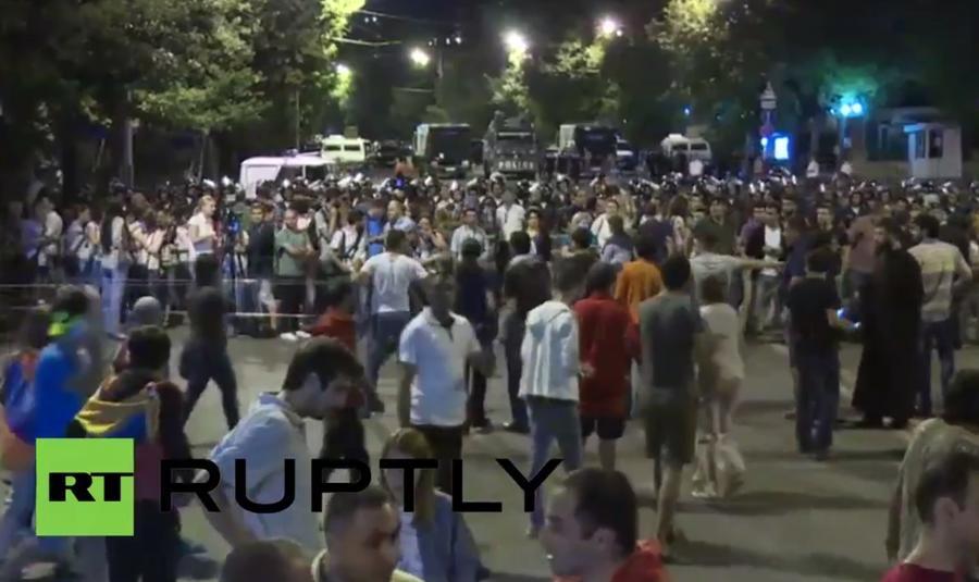 Масштабная акция протеста в центре Еревана 26 июня 2015 года