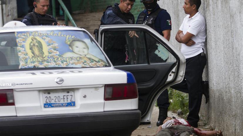 В Мексике жертвами столкновений полиции и наркокартелей стали десятки человек