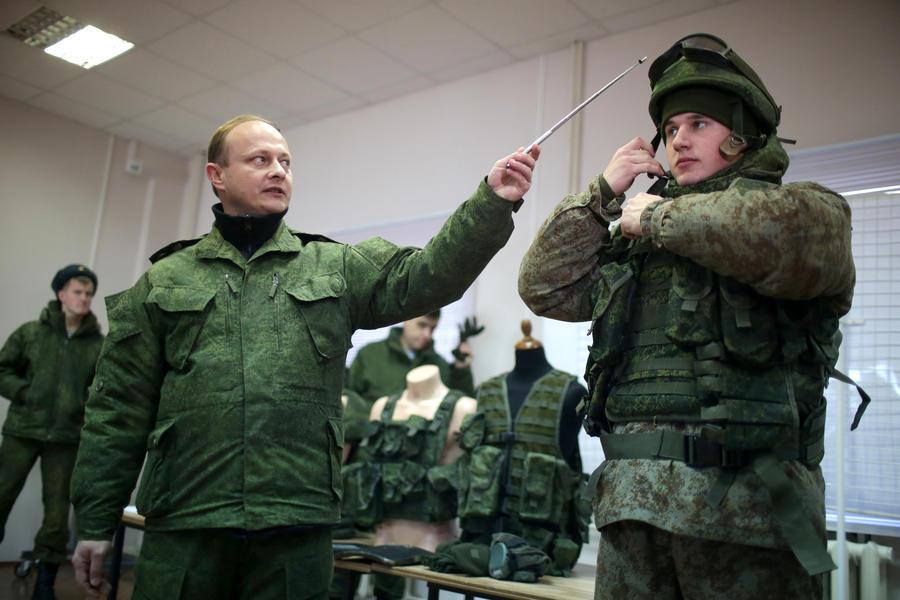 Российская армия приняла на вооружение экипировку солдат XXI века