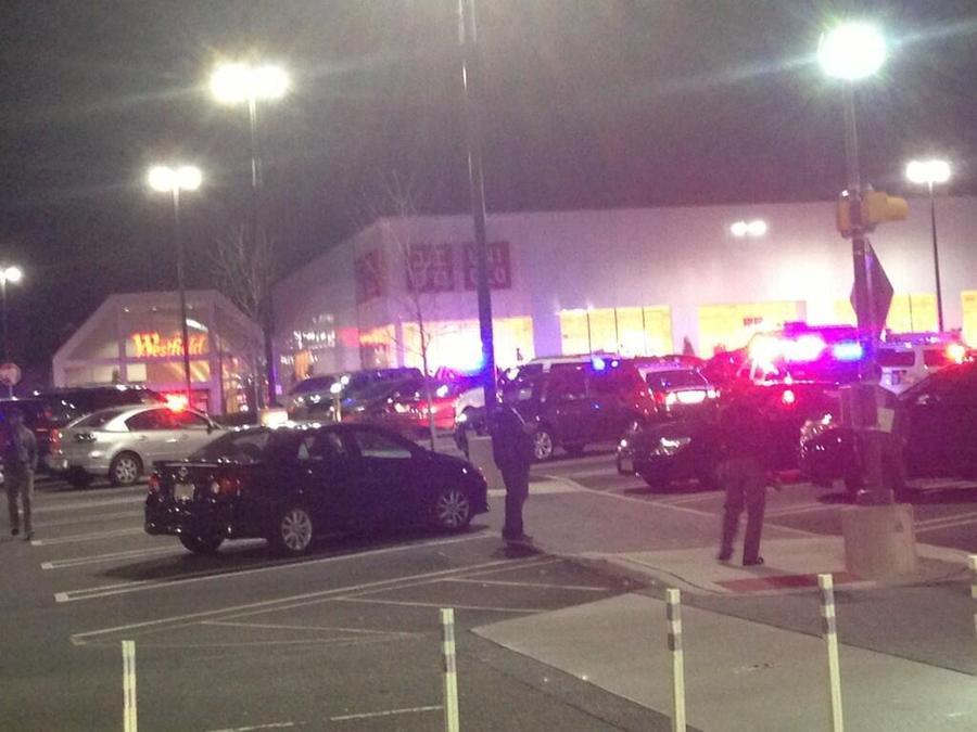 Неизвестный открыл огонь в торговом центре в Нью-Джерси