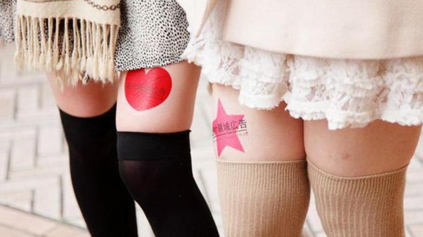 Японские рекламщики используют женские ноги для размещения рекламы