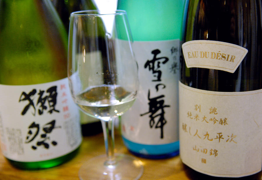 Японский суд разрешил отцу не выплачивать банку $54 тыс., потраченные сыном на гейш и выпивку