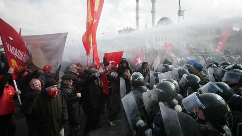 Турецкие СМИ: Анкара закупила 628 тонн слезоточивого газа и перцового спрея за последние 12 лет