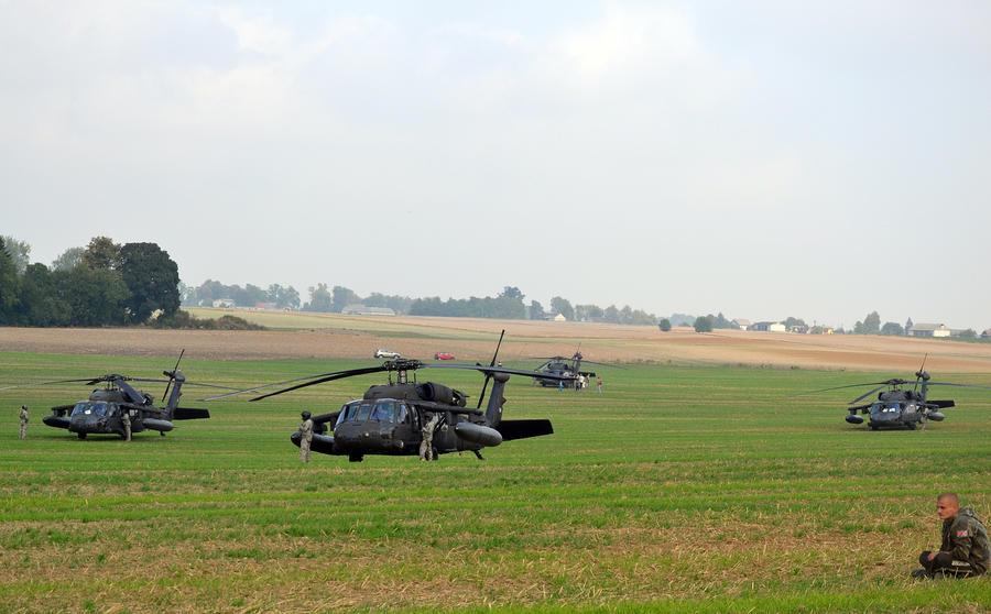 СМИ: Заблудившиеся во время учений боевые вертолёты НАТО напугали жителей польского городка
