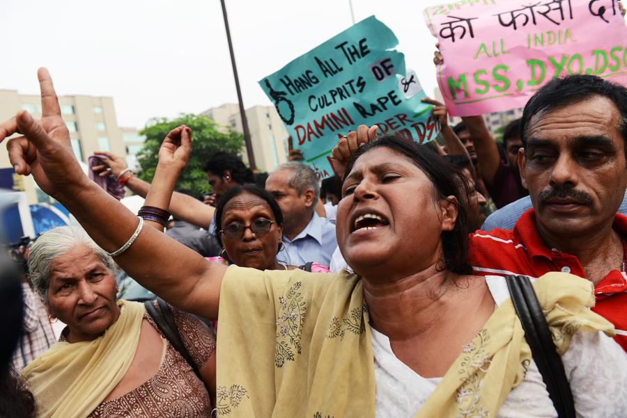 Четверо индийских насильников будут повешены по решению суда