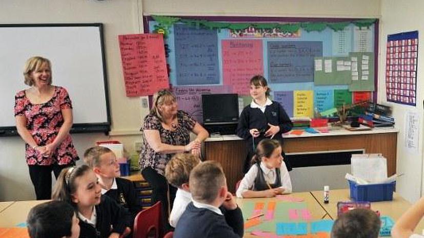 В переполненных британских школах сократят учебную неделю до трёх дней