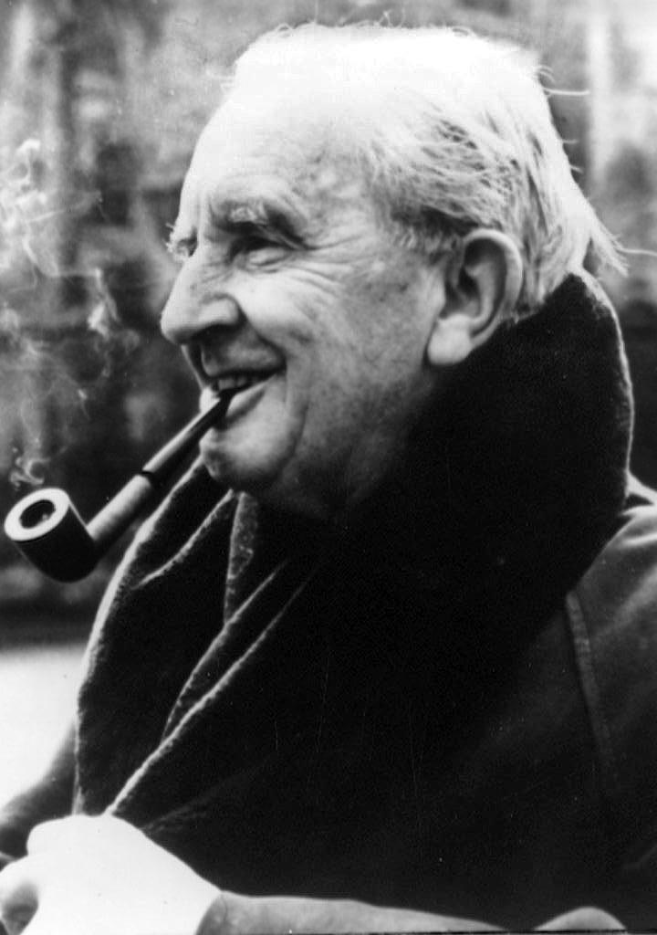 Британский поэт советовал Толкиену отказаться от любовной линии во «Властелине колец»