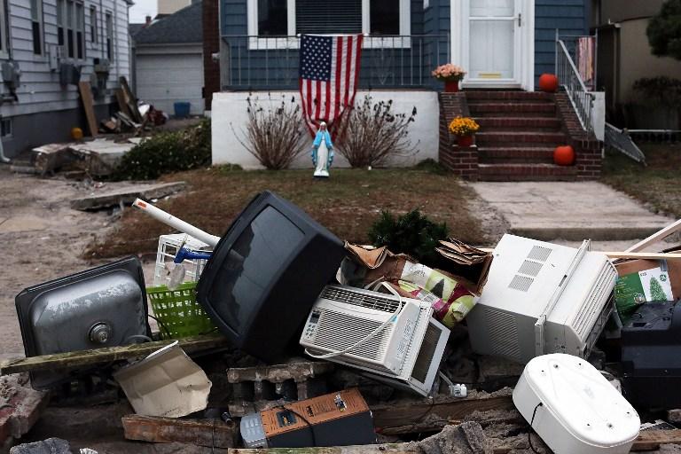 Пострадавший от урагана Нью-Йорк оказался во власти мародеров