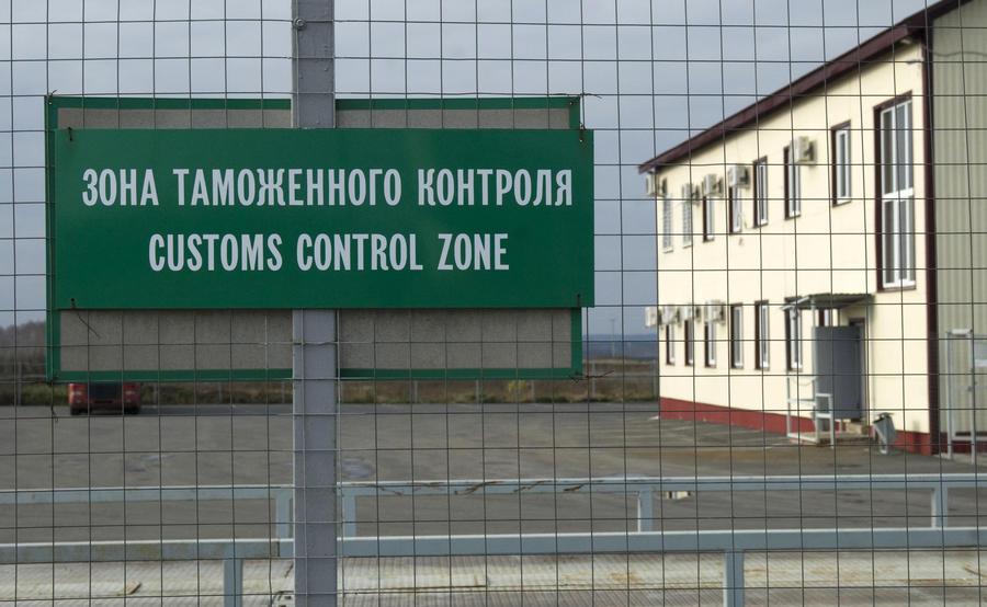 Погранслужба ФСБ ограничила движение автотранспорта через российско-украинскую границу