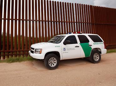 Американские пограничники расстреляли толпу мексиканцев