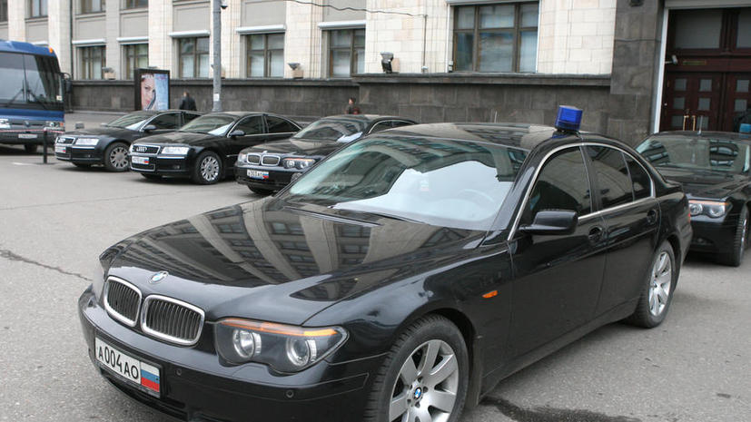 «Единая Россия» не стала отменять штрафы для водителей, которые не пропускают чиновников с мигалками