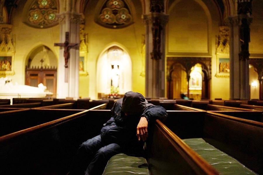 В американской церкви разрешили приходить на церковную службу голым
