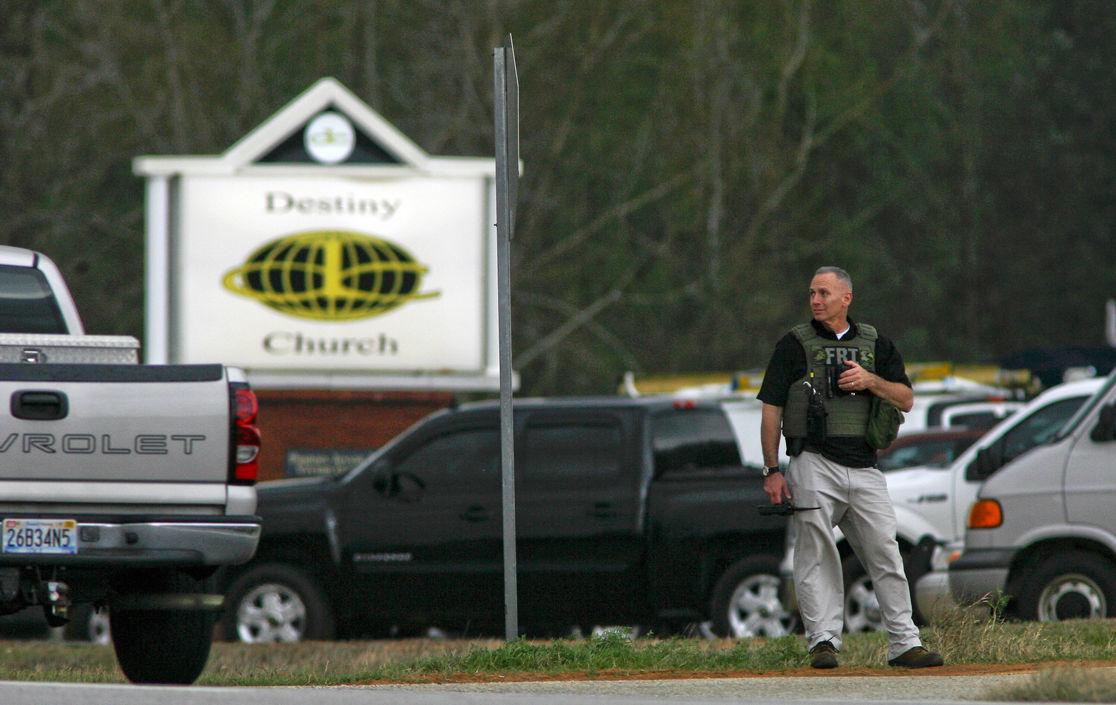 Алабамский маньяк уже сутки удерживает ребенка в заложниках