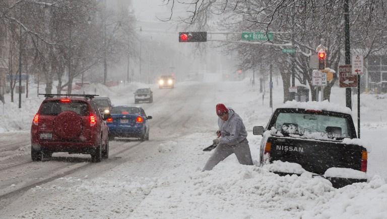 США накрыла снежная буря: погибли шесть человек, без света остаются 280 тыс. американцев