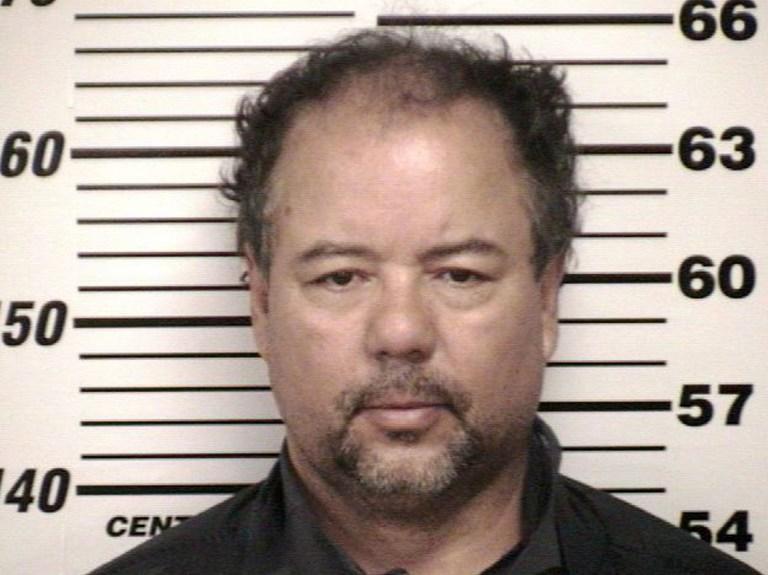Американец, 10 лет державший в заточении трёх девушек, объявил себя невиновным