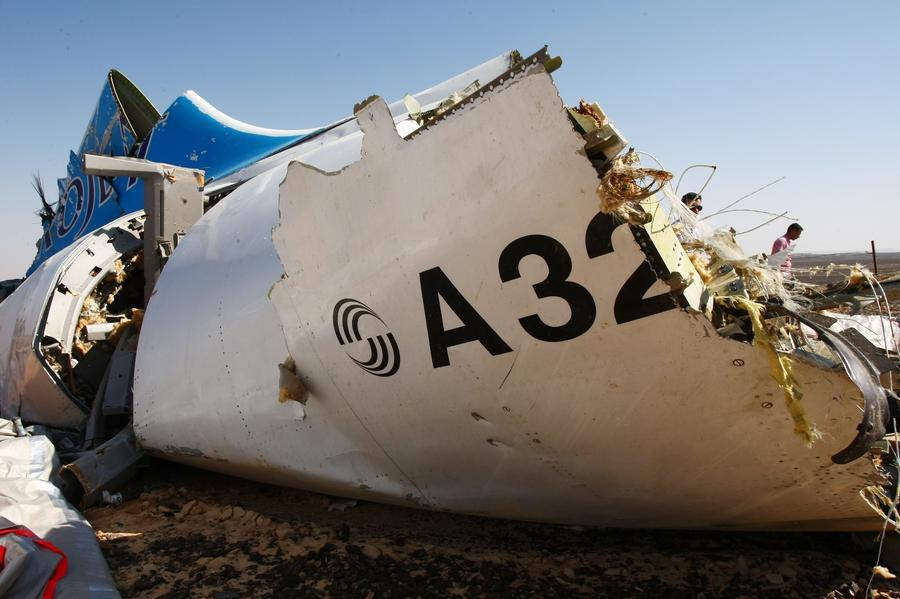 СМИ: Эксперты назвали разгерметизацию салона возможной причиной крушения A321 в Египте