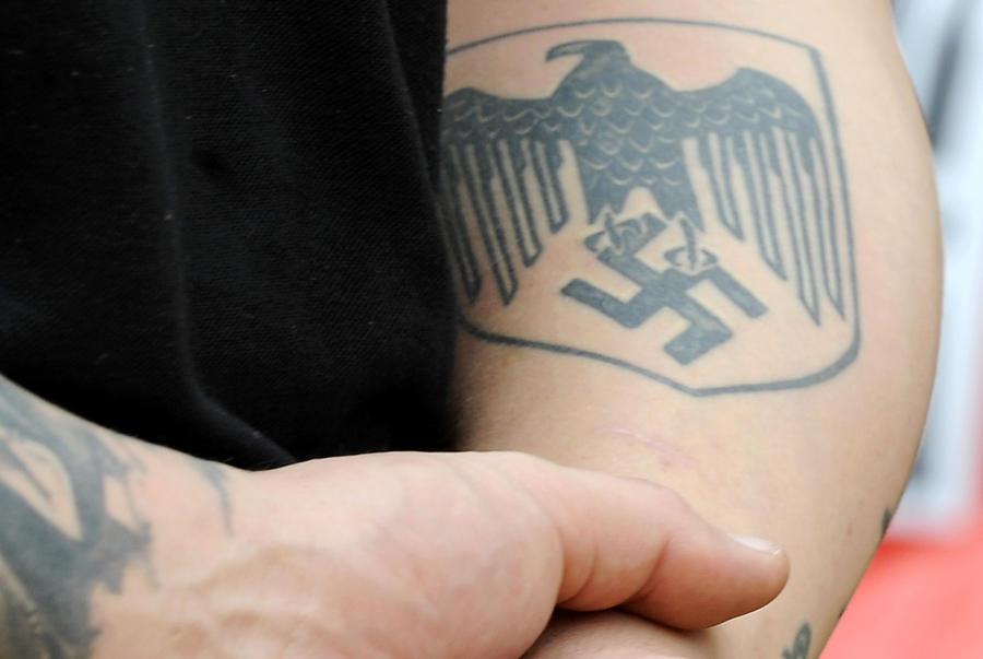 Американский поклонник Гитлера пришёл на суд в полном нацистском обмундировании