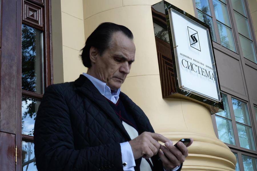 СМИ: Штрафы, налоги и долги будут списывать с корпоративных счетов мобильной связи