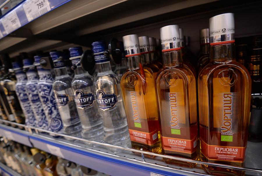 СМИ: Госдума может вернуть рекламу алкоголя и табака в печатную прессу