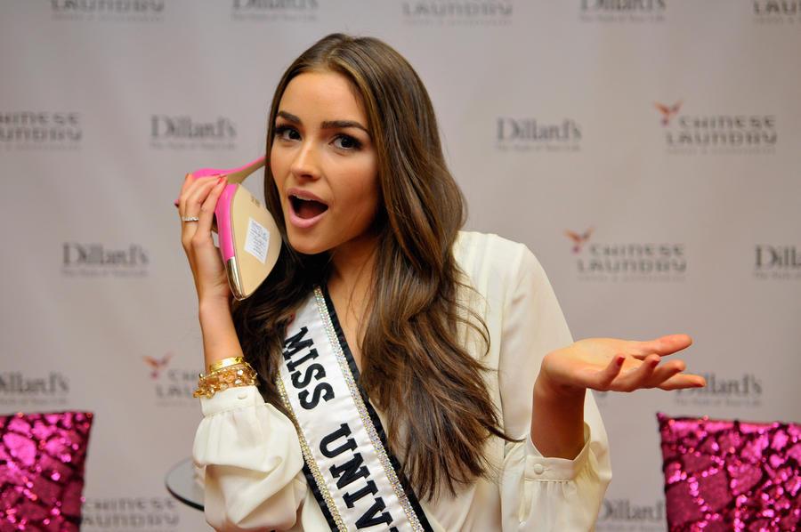 «Мисс Вселенная» Оливия Кальпе нарушила закон, сфотографировавшись на фоне Тадж-Махала