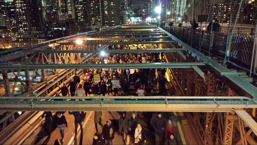 Протесты в Нью-Йорке: Демонстранты заблокировали Бруклинский мост