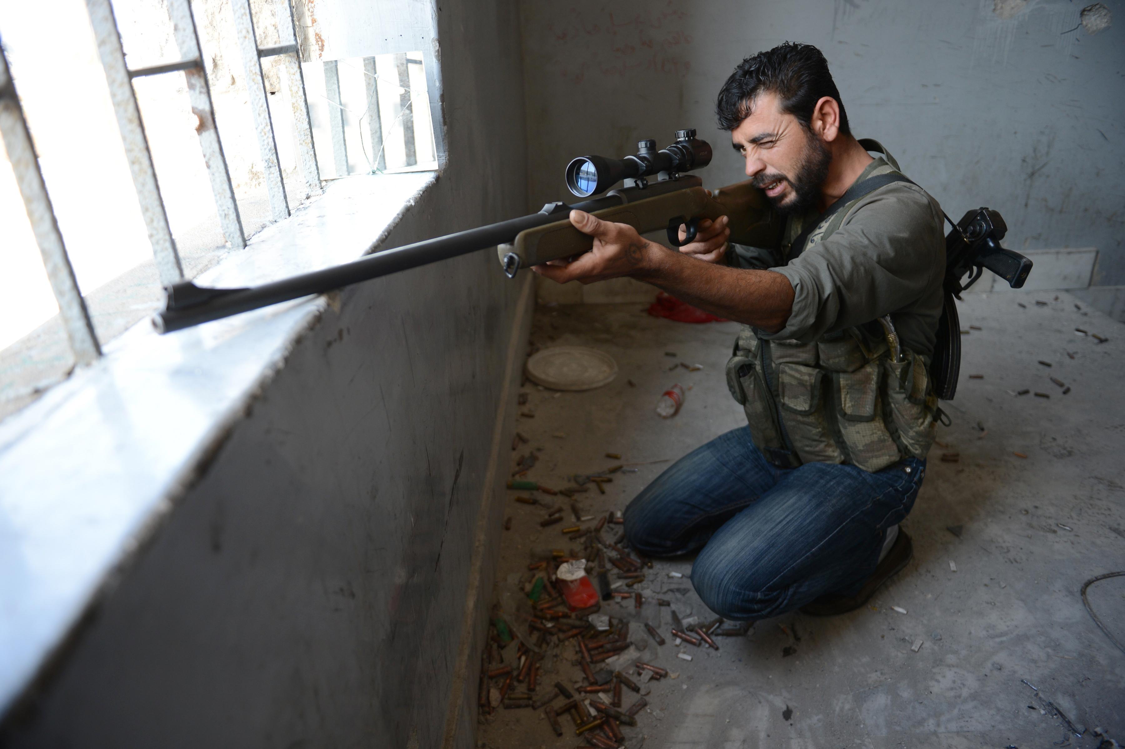«Перемирие» в Сирии: курды бьют повстанцев в Алеппо, авиация бомбит Дамаск